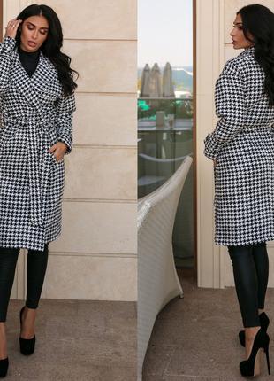 Женское стильное кашемировое пальто.