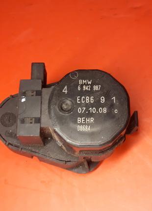 Моторчик печки отопителя BMW E60 E61 E63 E64 6942987 клапан