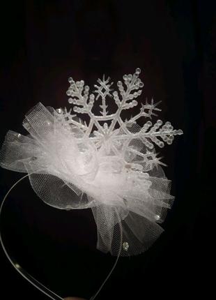 Нежная снежинка на ободке
