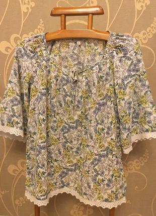 Очень красивая и стильная брендовая блузка в цветах..100% вискоза