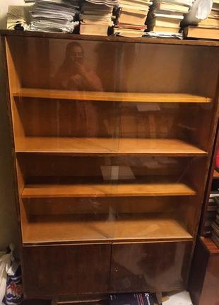 Книжный шкаф времен СССР