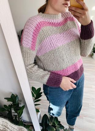 Объёмный свитер ручной работы.