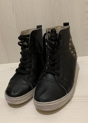 Ботинки демисезонные / сникерсы размер 39