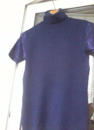 Нарядный гольфик синего цвета, рукавчики украшены блестками.