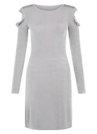 Нереальное платье металлик с вырезами на плечах и оборками, тк...