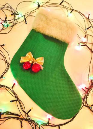 Новогодний сапожок, украшение новогоднего стола; елка и колпак.