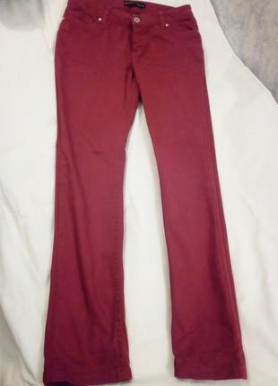 Качественные прямые красные джинсы