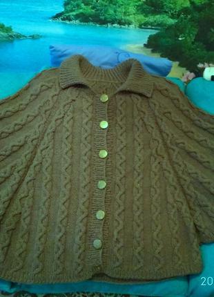 Вязаное пончо ручной работы