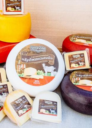 Сыр натуральный из молока коров и коз Бессарабии.