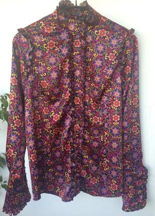 Нарядная атласная блуза с манжетами