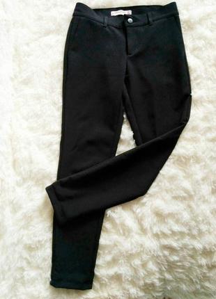 Черные брюки, классические штаны