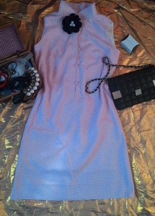 Розовое платье в клеточку с цветочком