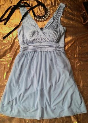 Небесно голубое платье