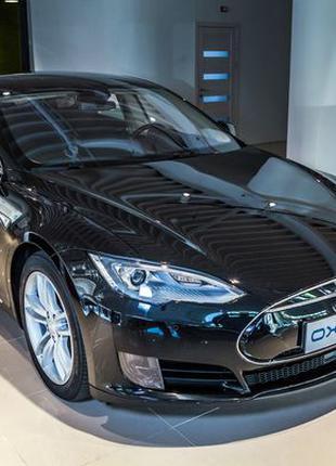 100 TESLA Model S90D аренда авто