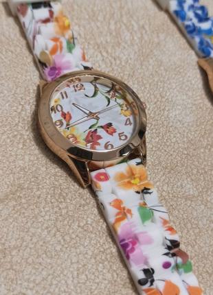 Часы женские с силиконовым ремешком с цветами