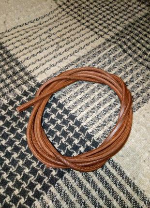 Ремень из кожзаменителя для швейной машины с ножным приводом.