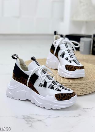 Белые кожаные кроссовки с леопардовыми вставками, белые кроссо...