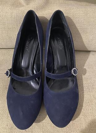 Женские туфли замшевые не высоком каблуке