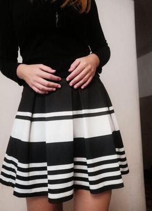 Чёрно-белая юбка Stradivarius