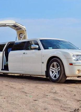 012 Лимузин Chrysler 300C ваниль