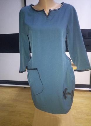 Красивое бирюзовое  платье с вставками из кожи.