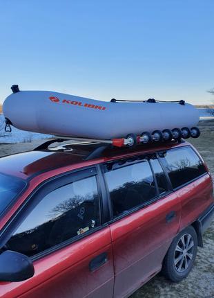 Пристрій для підняття надувних човнів на дах автомобіля