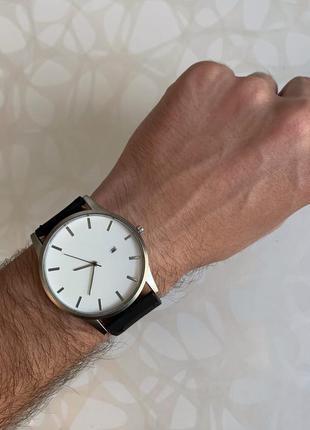 Мужские наручные часы с датой кожзам чёрные с белым