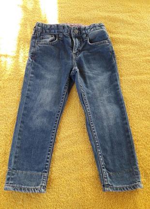 Стильные детские джинсы с отделкой и подворотами