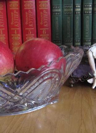 Ваза фруктовница конфетница салатник стекло резная