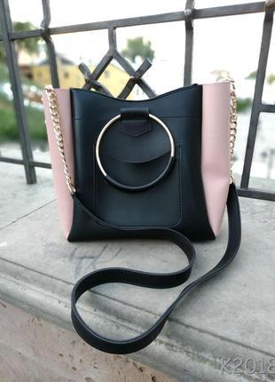 Оригинальная сумочка среднего размера с ручками кольцами