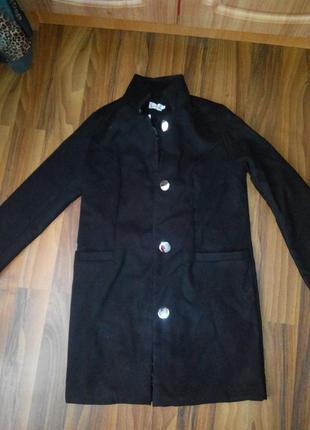 Демисезонное пальто прямого кроя