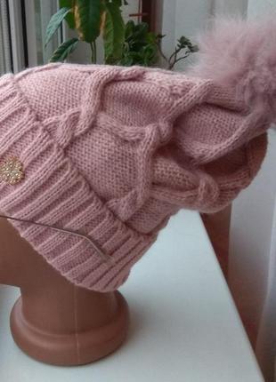 Новая стильная шапка с натуральным бубоном, розовая