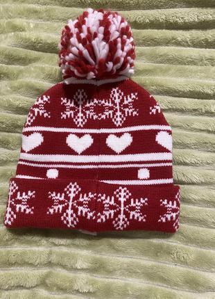 Прикольная тёплая зимняя яркая шапка