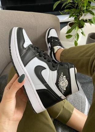Nike air jordan retro high black/white