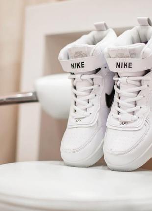 Шикарные зимние женские кроссовки