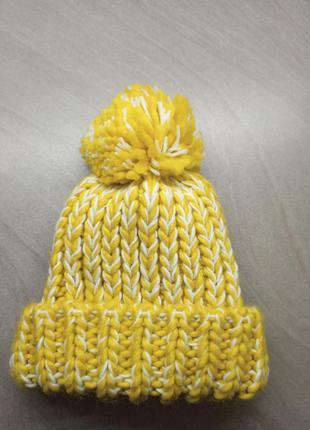 Шапка крупной вязки. желтая шапка
