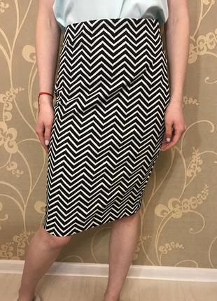 Очень красивая и стильная брендовая юбка.