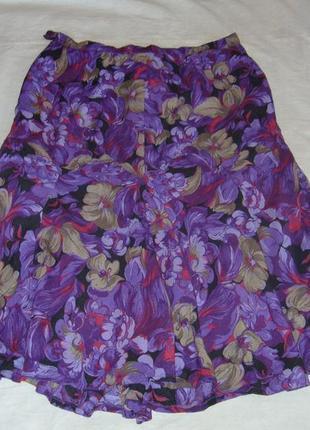 Фиолетовая юбка с принтом