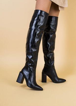 Ботфорты женские кожа крокодил черные на каблуке зима