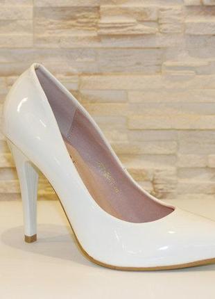 Туфли женские белые на каблуке