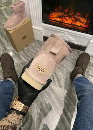 Зимние ботинки UGG Classic