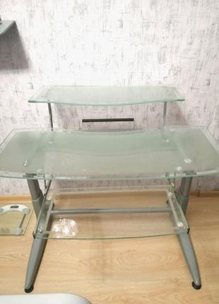 Стол стеклянный, стол для ноутбука, стол для компьютера.