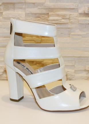 Босоножки женские белые на каблуке (польша)