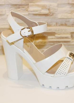 Босоножки белые женские на каблуке