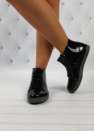 Резиновые ботинки непромокаемые