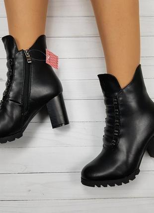 Зимние ботинки на удобном невысоком каблуке
