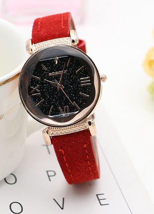 Кварцевые женские наручные часы с замшевым ремешком