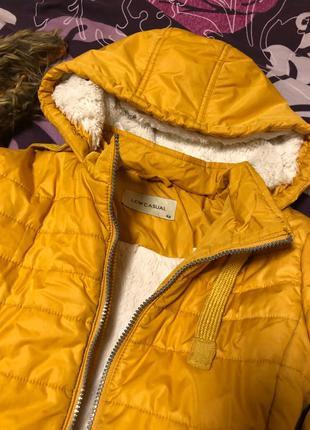 Зимняя жёлтая куртка