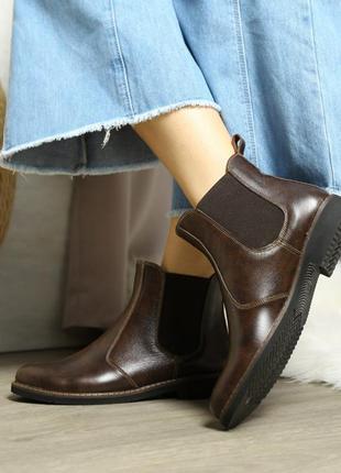 Кожаные женские коричневые демисезонные ботинки челси натураль...