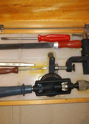 Набор инструмента ручная дрель, тиски, напильник, отвертка СССР